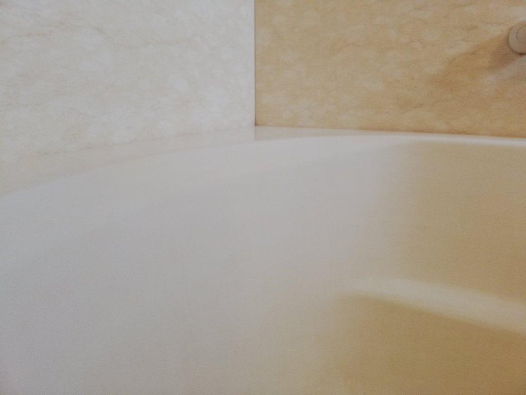 コーティング剤でツルツルになった浴槽の表面
