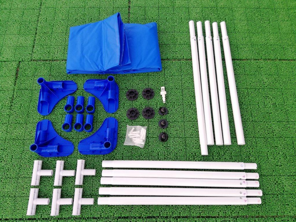 INTEXのフレームプールの組み立て前の部品