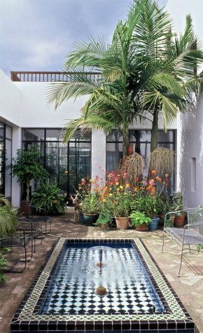 casa bianca courtyard