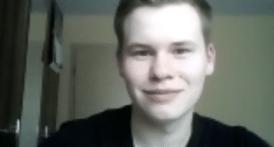 Junge lächelt in die Kamera