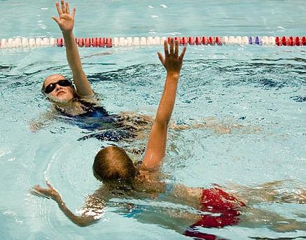 Maveplasker for kvindesvømning i Gellerupbadet