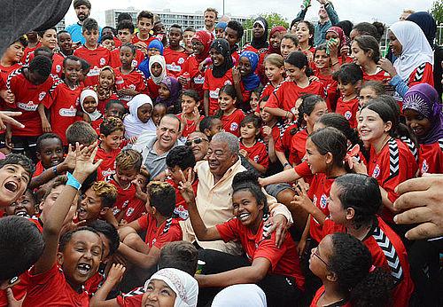 Fodboldskole åbnet med Samba-rytmer