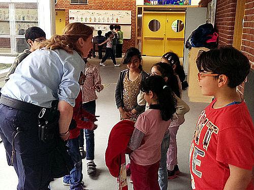 Med Betjent Gitte på Tovshøjskolen