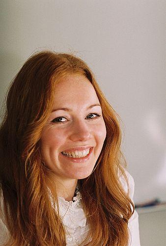 Den smilende venstreløvinde Laura Hay