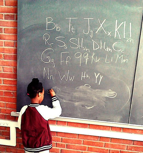 Mødre giver lektiehjælp på flere sprog