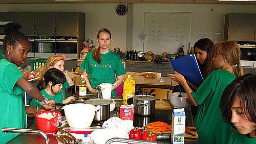 Danske julerier med etnisk madskole