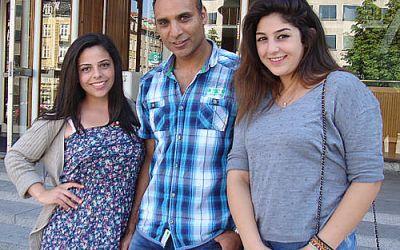 To Ramallah-piger besøger Gellerup