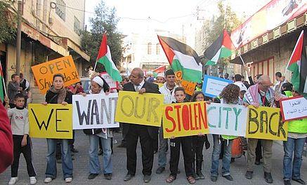 """Palæstinensisk mad og """"Open Shuhada Street"""""""