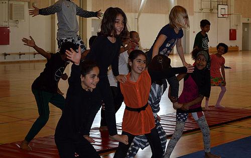 Sommerskole med dans, trommer og flyvespark
