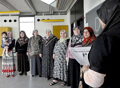 Syv tyrkiske kvinder knækkede bogstav-koden
