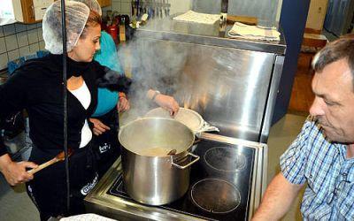 Job i Gellerup: Lær andre at lave mad