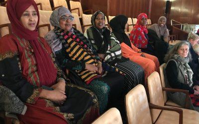 Bydelsmødre i Gellerup lærer om valg og inviterer til valgmøder