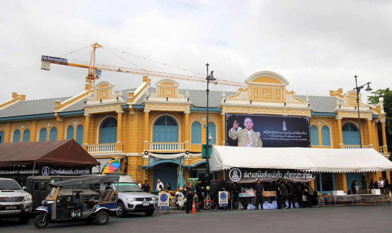 the late Thai king's photo outside some shops
