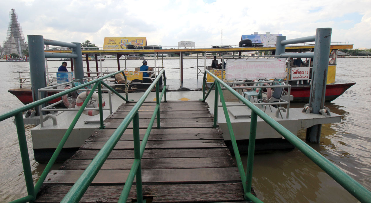 cross river ferry – Tha Tien (N8)