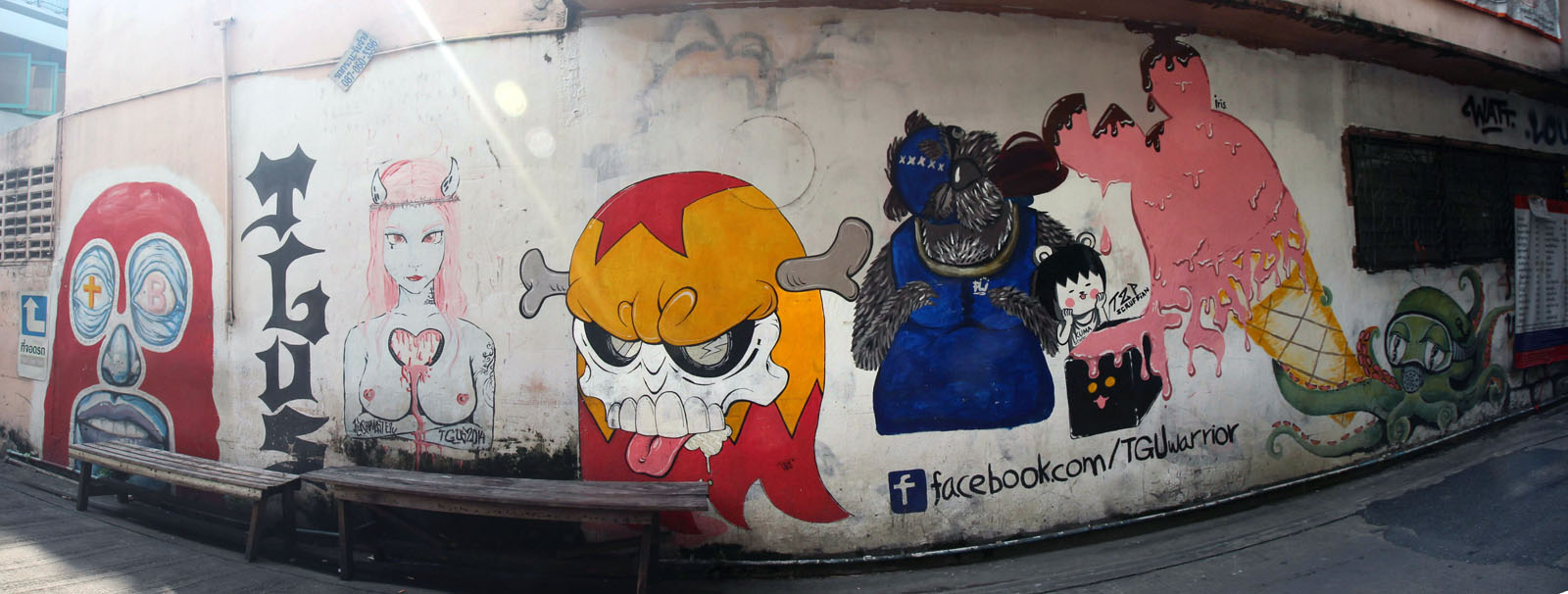 graffiti in Ratchathewi panorama
