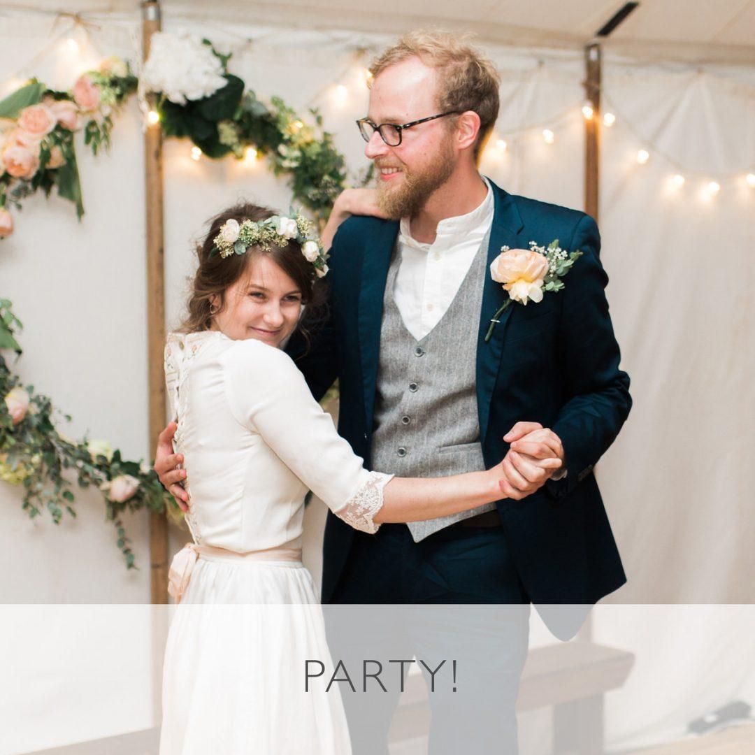 Sample wedding timeline, party time