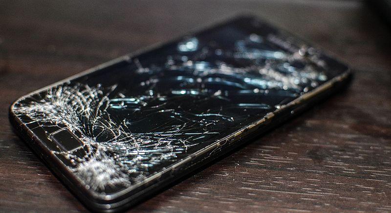 damanged smartphone