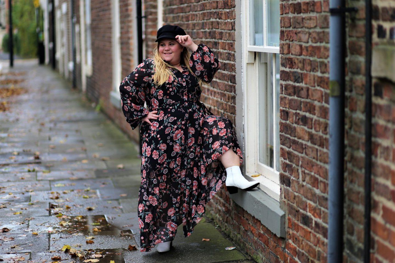Fashion World Maxi Dress https://www.fashionworld.co.uk/shop/floral-print-maxi-peasant-dress/te817/product/details/show.action?pdBoUid=8016#colour:Black%20Print,size: