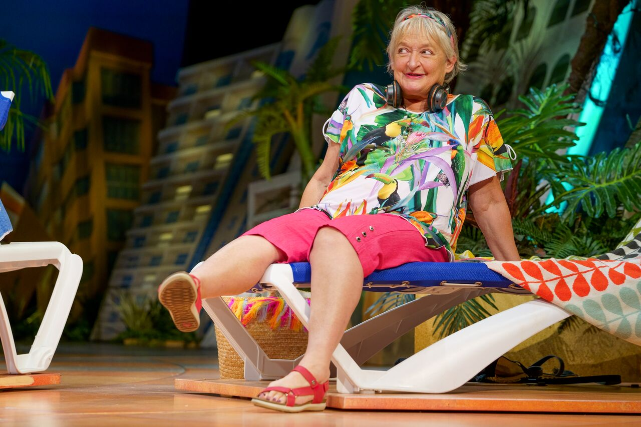 oyXCw9wQ - Benidorm Is Back: Sunderland Empire Review