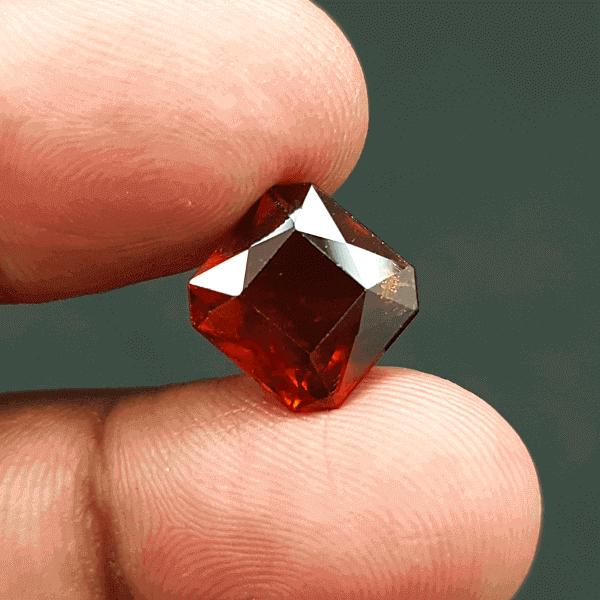 An Original Natural African Hessonite Garnet (Gomed) Stone Price In Bangladesh - অরিজিনাল আফ্রিকান গোমেদ (গার্নেট) পাথরের দাম
