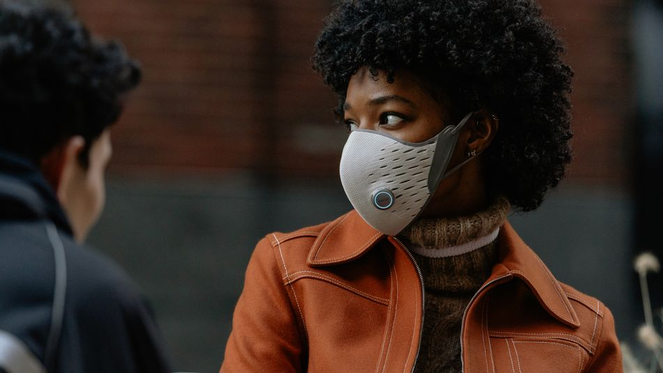 this-'smart-mask'-is-like-a-fitness-tracker-for-your-environment-and-lungs