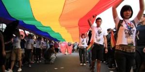 За първи път в Азия: Тайван легализира еднополовите бракове