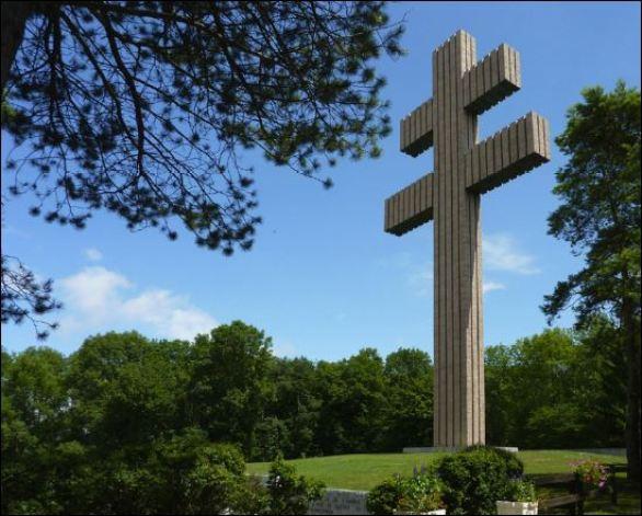la croix de Lorraine colombey De Gaulle