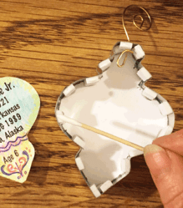 Putting information regarding the picture on the front of the ornament on the back