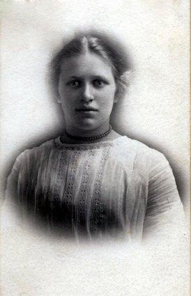 Evangeline Harriet (Young) Nelson (1896-1984)