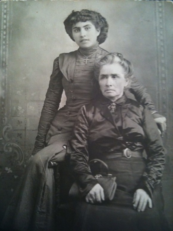 Rose and her mother Rosario (Moraila) García