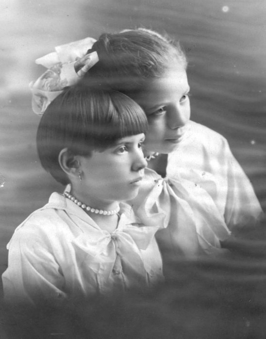 Viola (1912-1988) and Maybelle (1909-2001) Stoltz