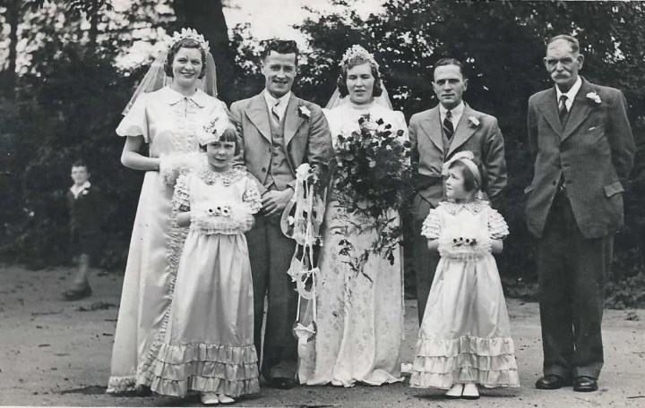 Group photo of Thomas Livewell Davies and family