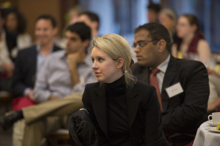 Theranos 創辦人Elizabeth Holmes,來源:https://commons.wikimedia.org/wiki/File:Nuclear_nonproliferation_discussion_130417-D-NI589-107.jpg