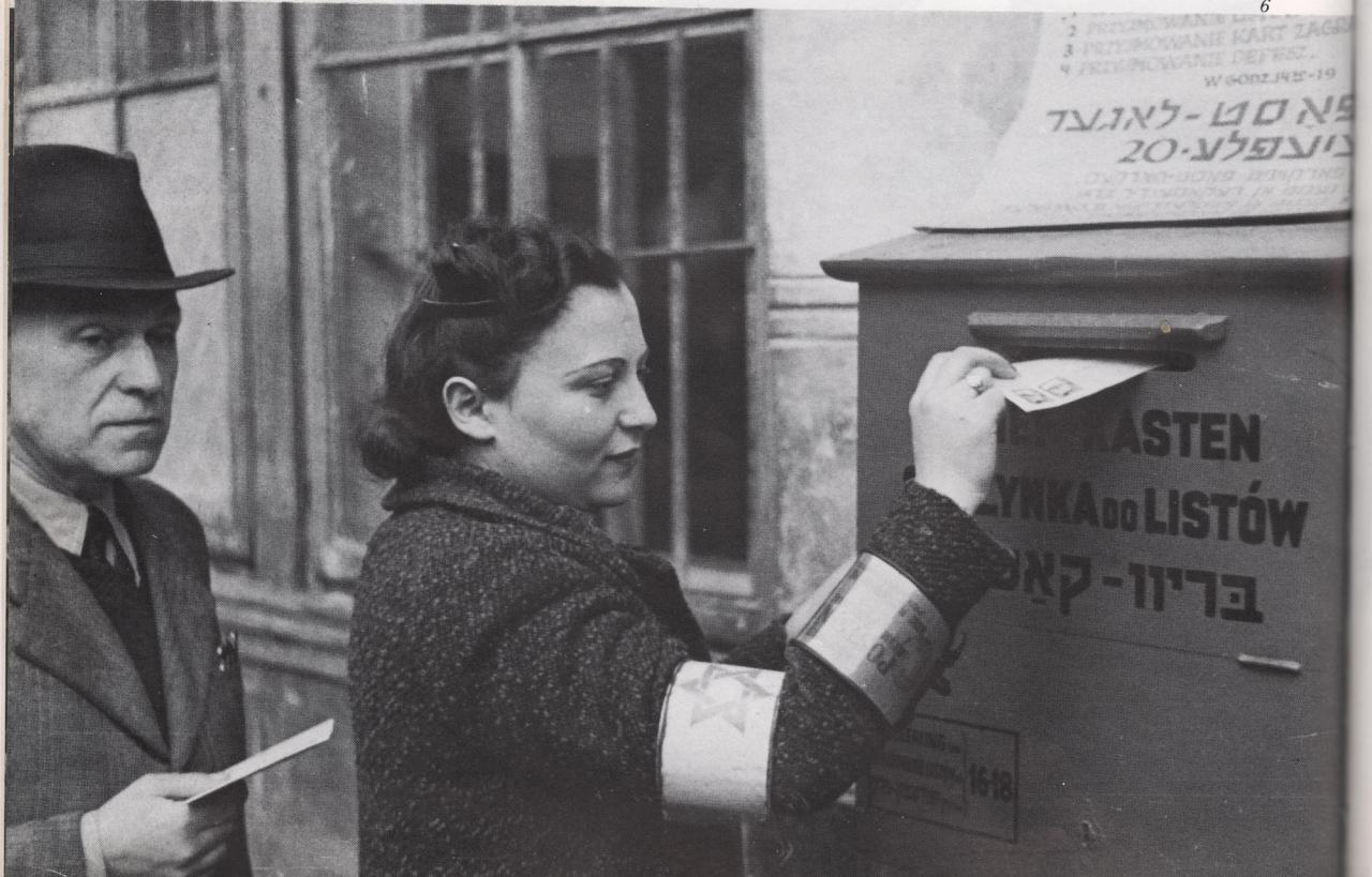 Skrzynka pocztowa na terenie Getta warszawskiego