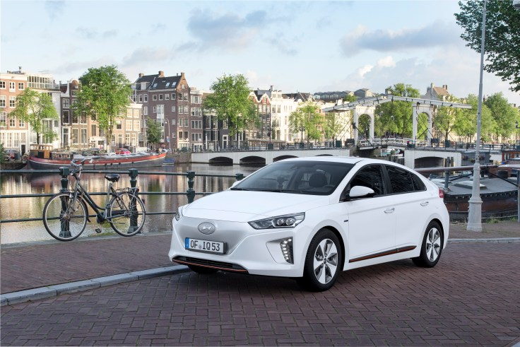 hyundai-ioniq-electric-2-1600x1000-hires