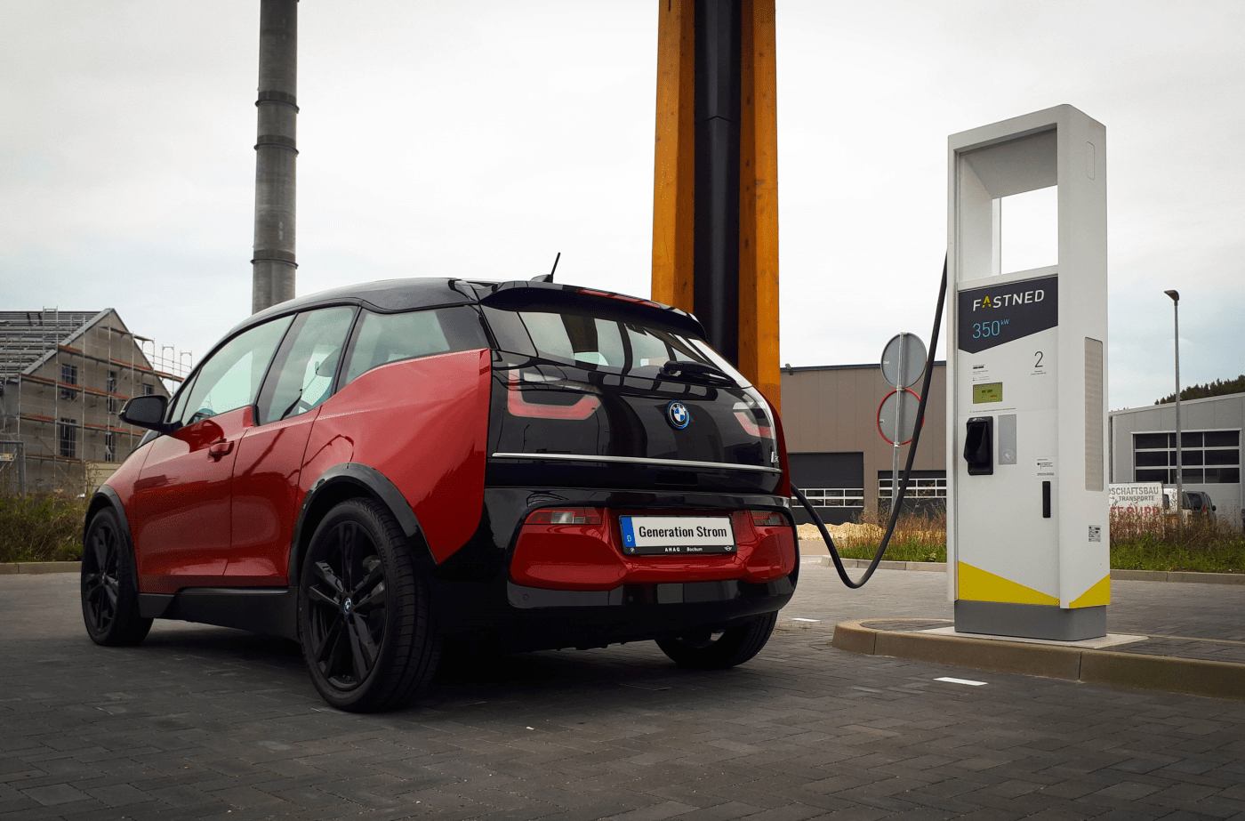 BMW i3s an Fastned-Ladesäule