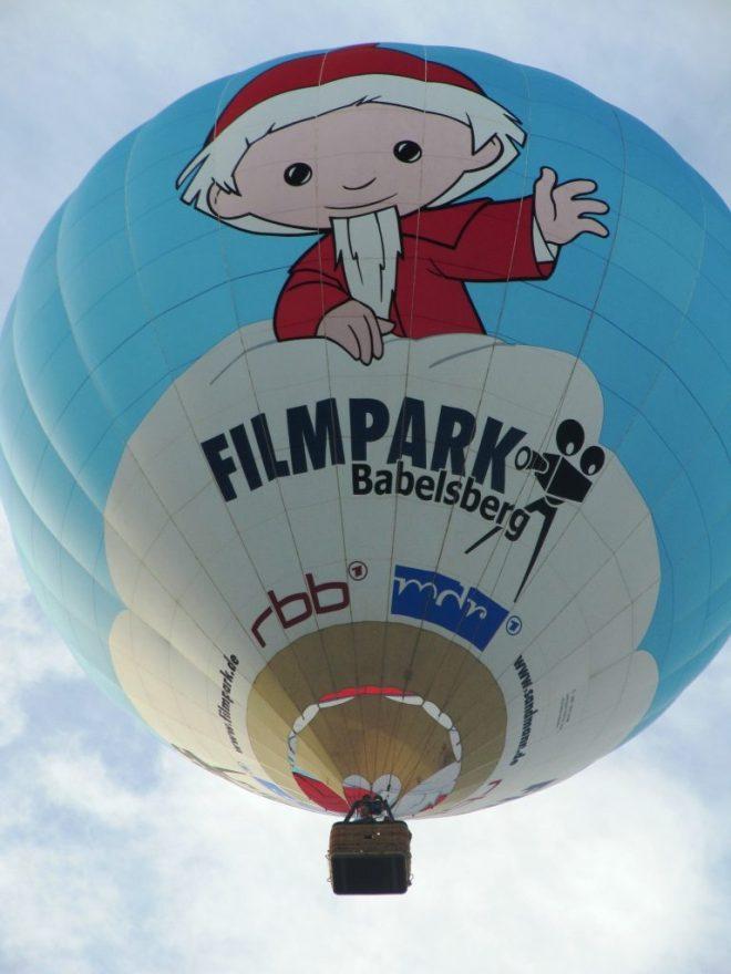 https://pixabay.com/en/balloon-hot-air-balloon-ballooning-1784208/