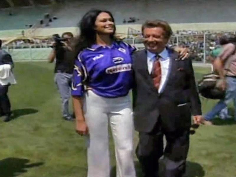 Maria Grazia Cucinotta con Vittorio Cecchi Gori allo stadio Franchi