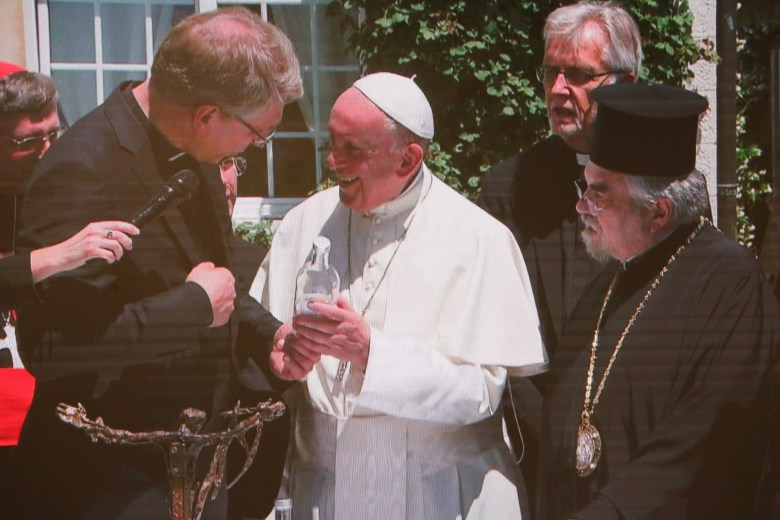 Pope Francis receives an Ecumenical Water Network water bottle gift credit ga.JPG