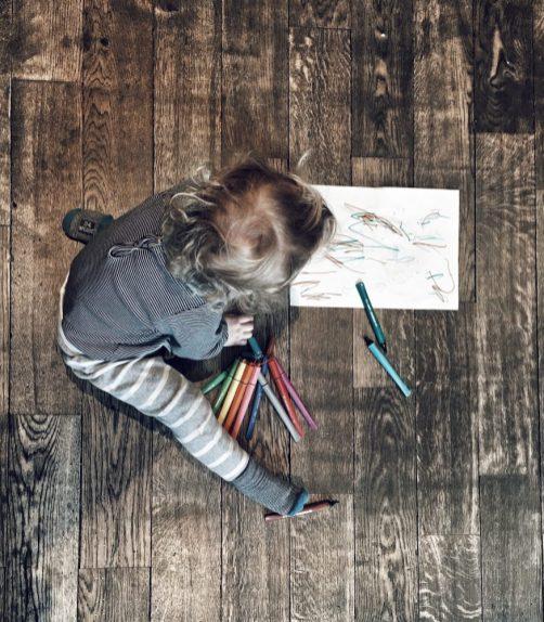 Marius qui colorie