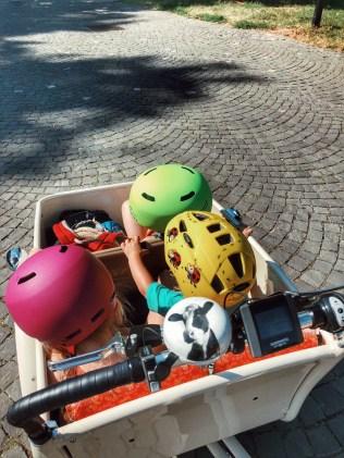 A trois dans le vélo!