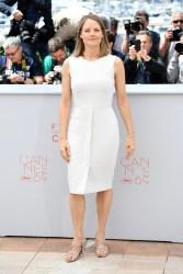 Jodie Foster en robe blanche et sandales Christian Louboutin