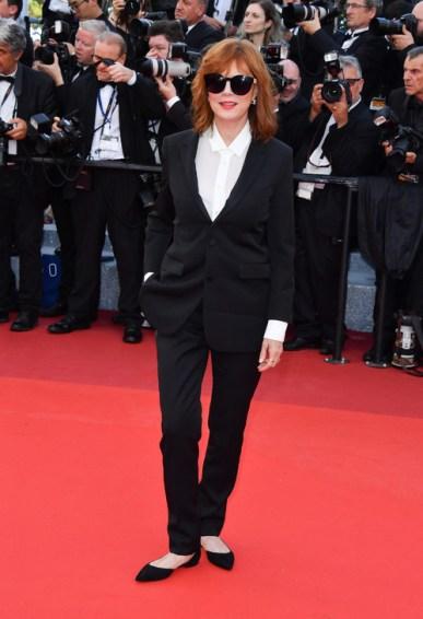 Susan Sarandon, égérie L'Oréal Paris, en Saint Laurent, souliers Jimmy Choo et bijoux Dauphin