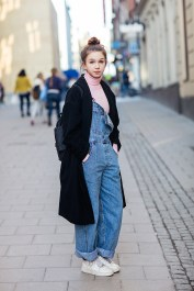 vintage dungarees from Levi's, vintage turtleneck from Beyond Retro, sneakers from Nike, coat from H&M and a backpack from Fjällräven