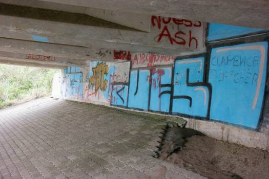 5Graffiti - N2 Freeway bridge over the Mtwalume river, KZN