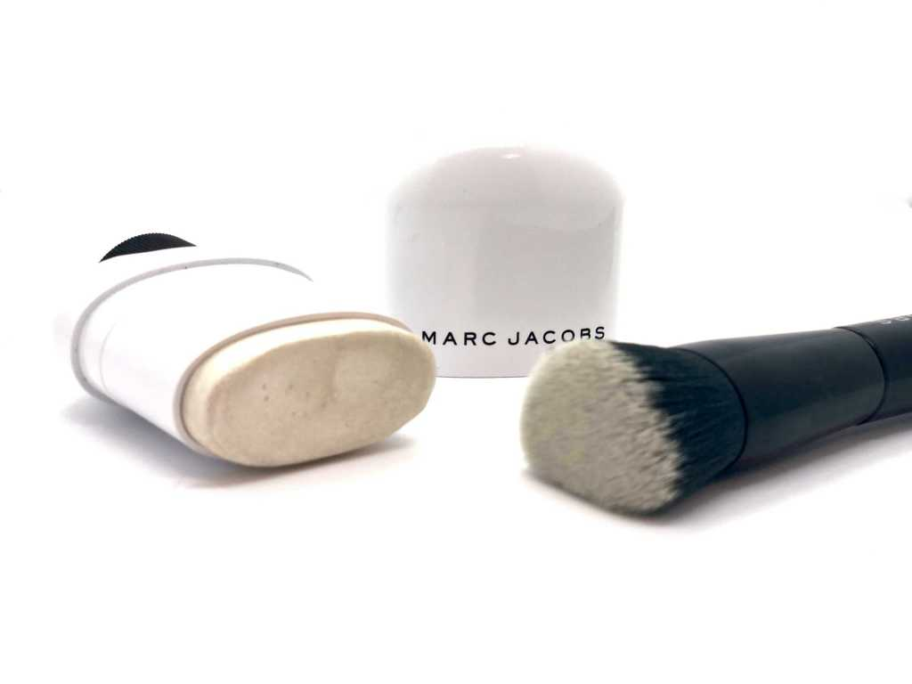 Marc Jacobs highlighter and brush