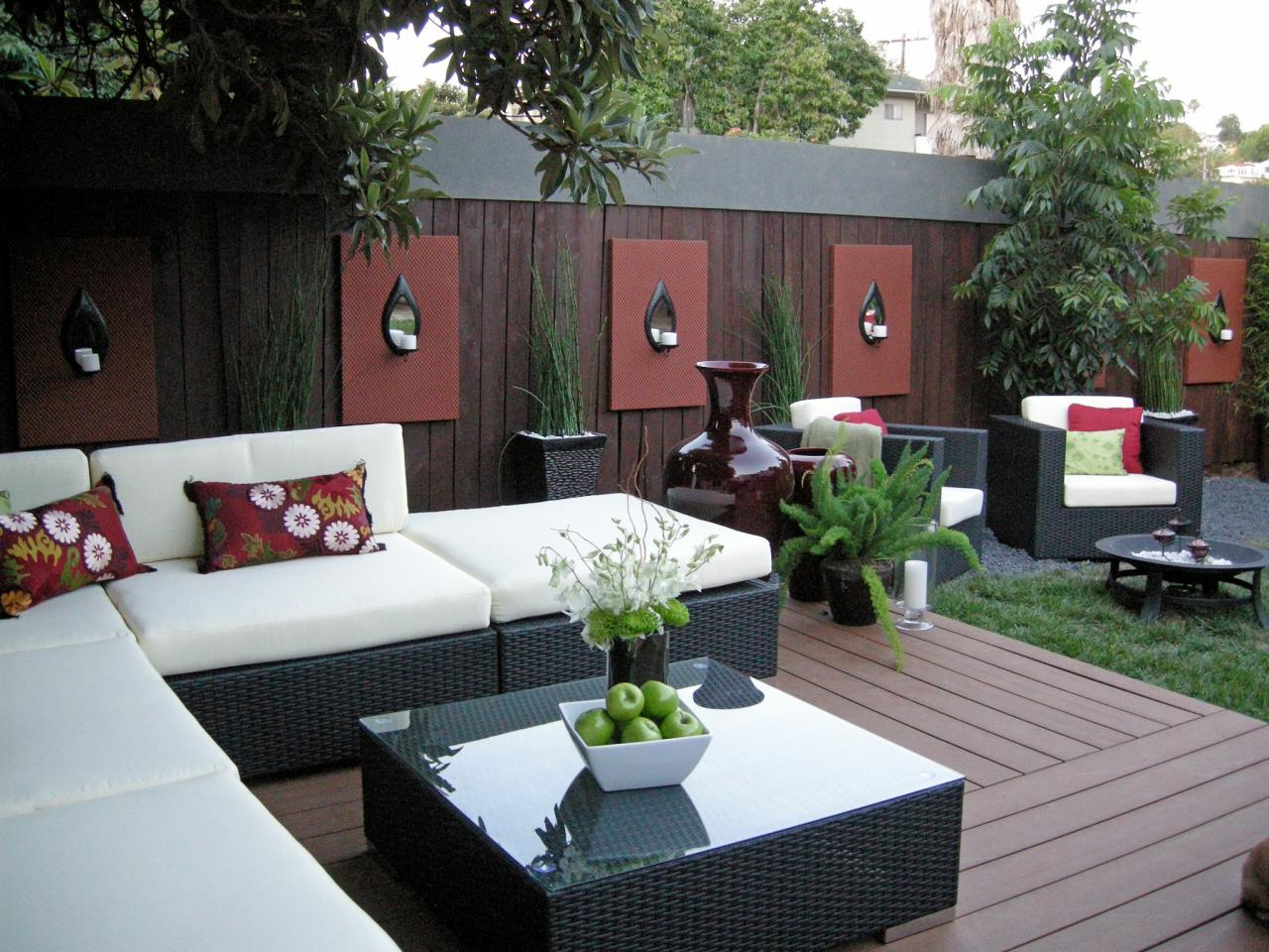 Most Stunning Courtyard Interior Wall Decorating Ideas ... on Backyard Wall Decor Ideas  id=79519