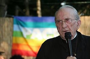 """La provocazione di don Gallo """"Sogno un papa omosessuale"""""""