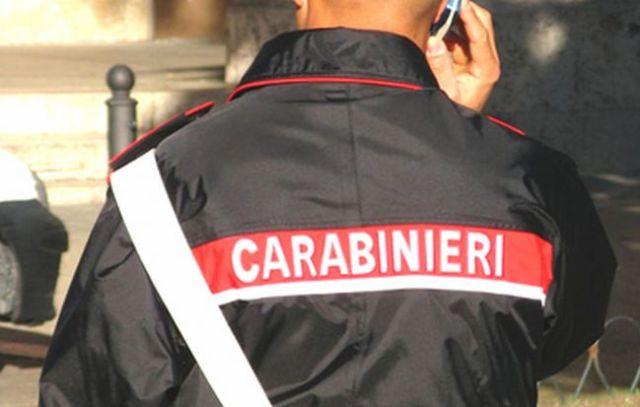 carabiniere a telefono
