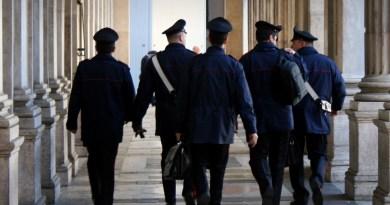 carabinieri divisa invernale di spalle
